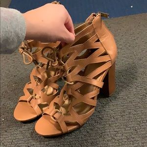 Super cute tan heels!